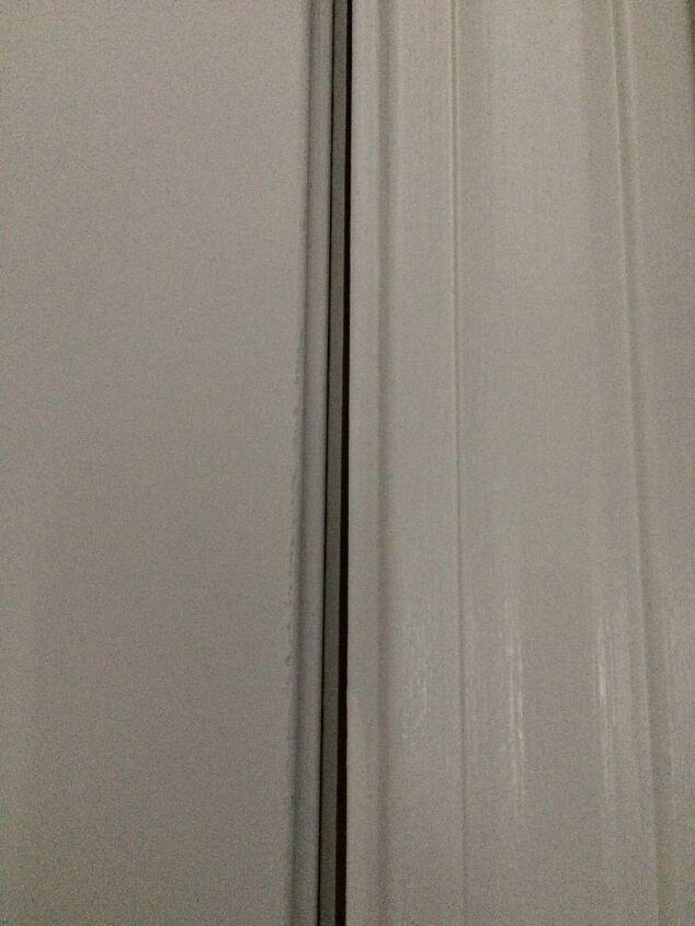 q que ayuda a sellar una puerta delantera mal colgada